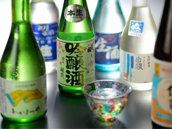 山形の地酒取り揃えております。三種類の地酒が楽しめる利き酒セット740円も人気です。