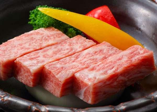 A5ランク山形牛陶板焼き 口の中でとろける最上級のお肉をご堪能