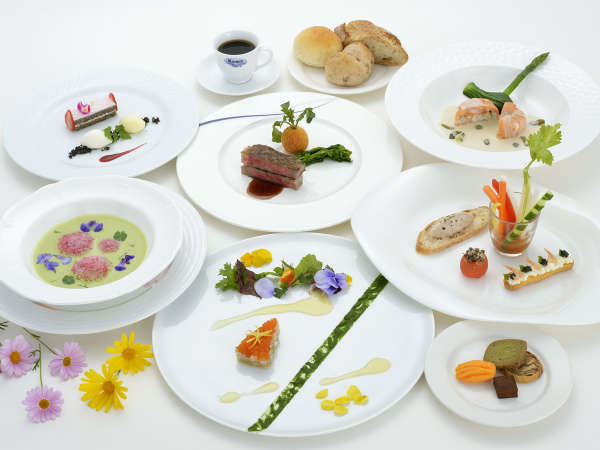 地元産の食材を活かした目と舌で楽しむ本格フランス料理◆レイクビュー×天然温泉で南国リゾートSTAY