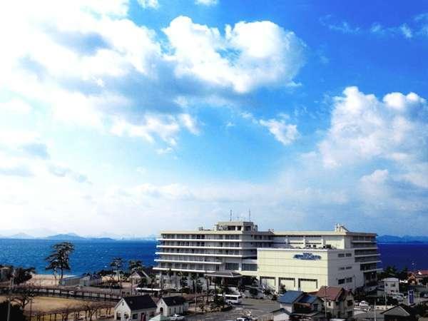 ホテルの目の前には、一面に広がる瀬戸内海を望む事ができます。