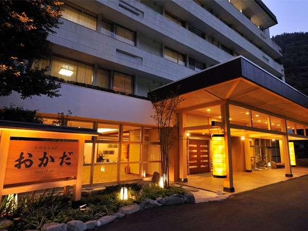 須雲川に面した滝通りの奥。ホテルの快適さと和風の趣