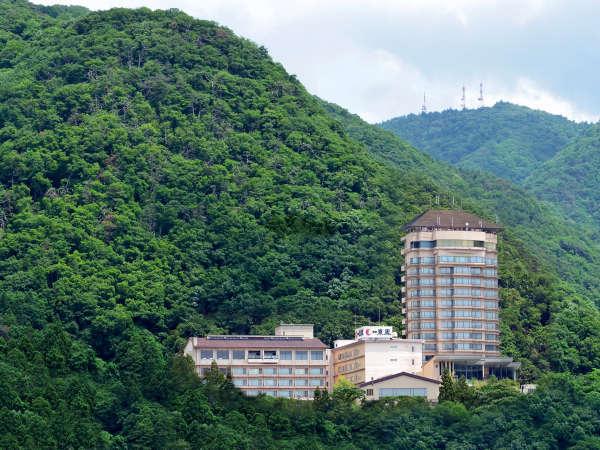 【郷土色豊かなバイキング・絶景露天が自慢】御宿 東鳳