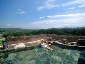 大自然に囲まれた空中露天風呂(和風) ※開放感溢れる絶景の露天風呂は大変好評です♪