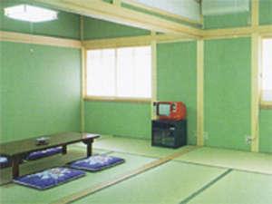 6畳から10畳の和室がございます。写真:和室(6畳+6畳)