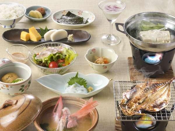 【朝食付】1日の始まりは朝食から!アジの干物、あら汁など、品数豊富な和朝食