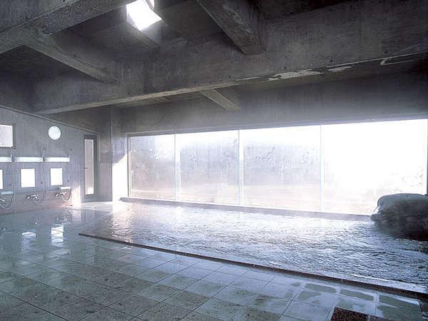 ☆大浴場/たっぷり湯量の温泉に浸かって心身ほぐすひと時を☆