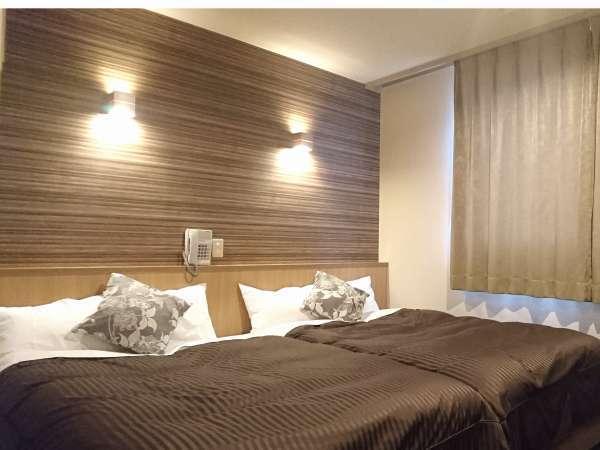 ハリウッドツイン☆2台ベッド繋がっていてファミリーに人気です【お部屋はコンパクト】