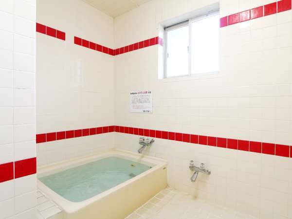 お風呂はミネラル浴泉(人工温泉)です。カギをかけて貸切でご入浴可能です。