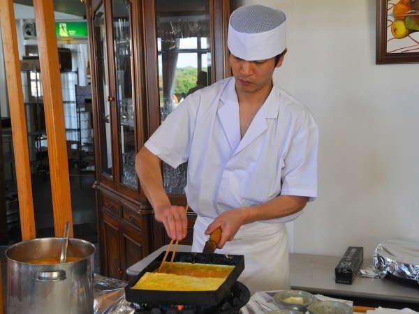 【朝食バイキング一例】目の前で調理するたまごやき