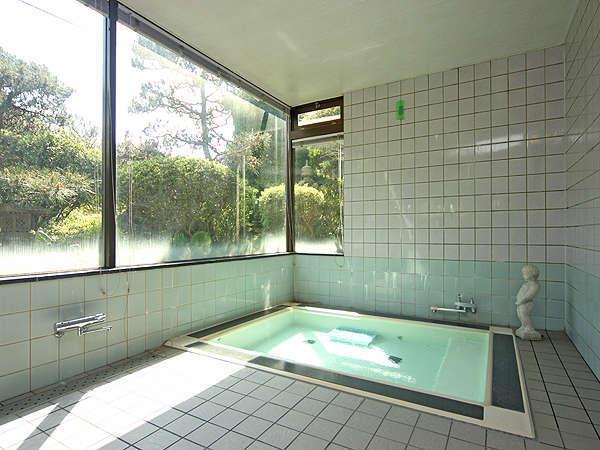 旅の疲れをゆっくり癒せるお風呂♪ 当館のお風呂は家族風呂1カ所となっております。