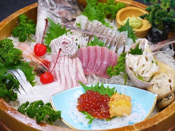 *【夕食一例】獲れたての旬の海の幸を使ったお刺身。