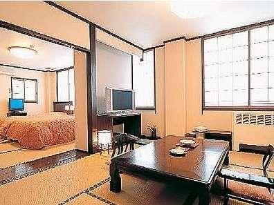静かな山側客室。ツインベッドと和室の2間続きで、到着時から横になれる♪