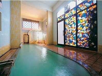大浴場「ちか湯」、昔ながらのつくりと効能ゆたかな温泉でのんびり寛ごう