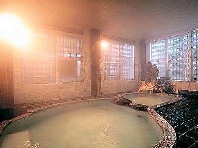 大浴場「金太郎の湯」はひょうたん型の湯船とかわいい金太郎の風呂※男女時間交替