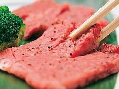 夕食のステーキ例(2人前)。山形黒毛和牛のジューシーな美味しさを楽しむ♪