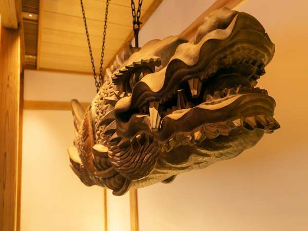 龍頭魚身の鳴器「魚鼓(ほう)」は永平寺で使われていたものです