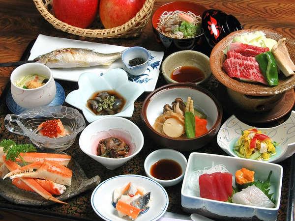 *自然豊かな黒石ならではの海・山・川の幸を活かした色鮮やかなお料理の数々。(料理一例)