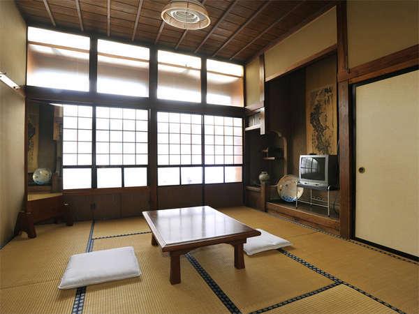 *静かで落ち着きのある和室。足を伸ばしてお寛ぎください。(客室一例)