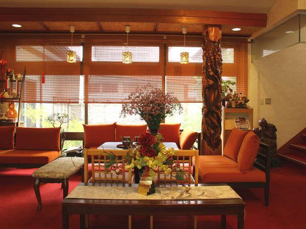 【館内】明るく華やかなロビーでお客様をお迎え致します。