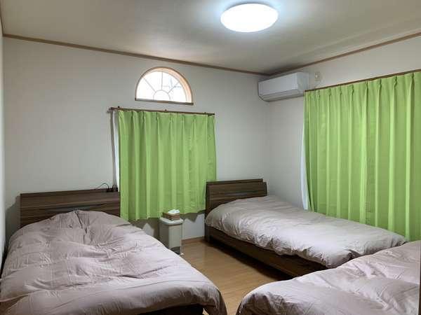 2階の3人部屋