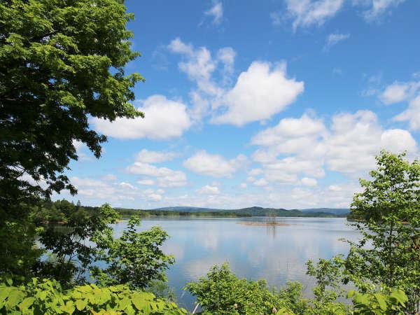 【ご家族・ご友人と1棟まるまる貸切】朱鞠内湖の目の前!大自然に囲まれたログキャビンで過ごそう!