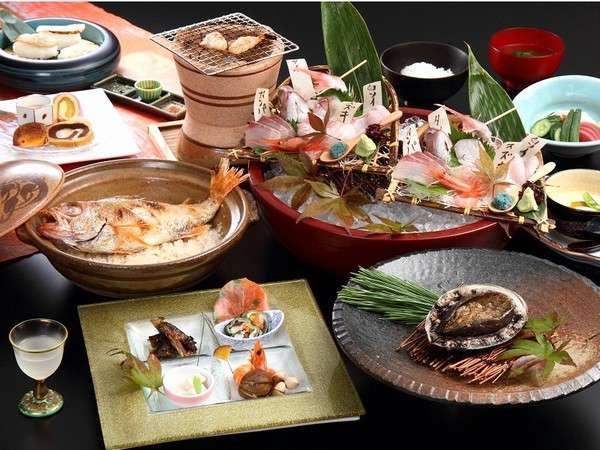 【 極 】 『10個のまるごとおもてなし』 ★活鮑+極上牛+地魚造り+加賀野菜+のど黒土鍋飯★