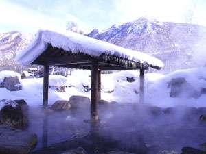 雪の降り始めは例年10月の末ごろ。見頃の雪見露天は12月から2月ごろ。