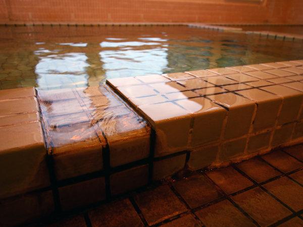 天然温泉100%☆源泉かけ流しの良質な温泉はほのかにとろみがあり柔らかい肌触り
