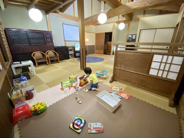 喫茶娯楽室 子供の遊んでいる様子
