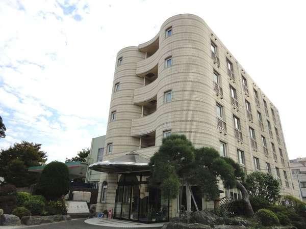 ビジネスホテル三幸園の外観