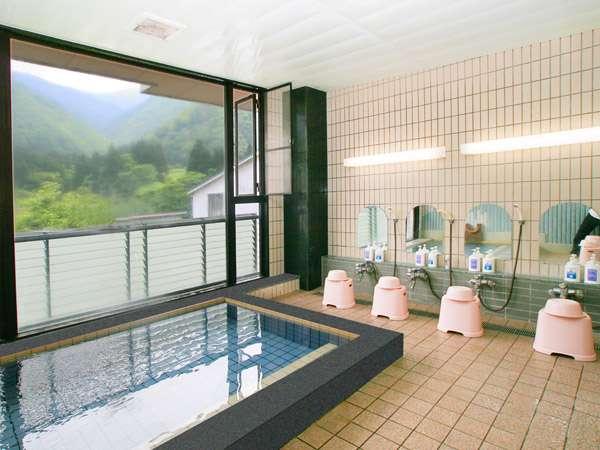 24時間入浴可温泉大きな窓です