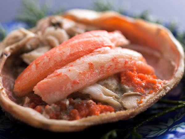 ・甲羅に詰まったカニ味噌もご賞味ください