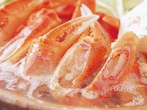 良質、かつ生の松葉がににこだわって使用しています!冬のおいしさをアツアツで召し上がれ★