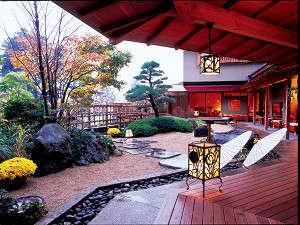 四季折々の移ろいを感じることの出来る日本庭園