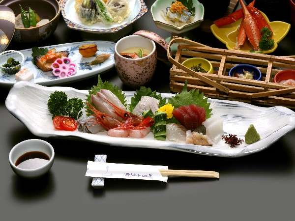 富山湾の旬の魚を使ったキトキトのお造り(お写真は一人前)