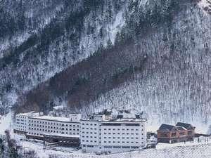 冬のホテル大雪の全景です