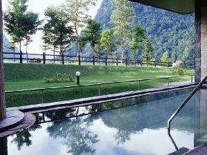 北海道の紅葉スポット近くの温泉宿・紅葉露天のある宿 ホテル大雪