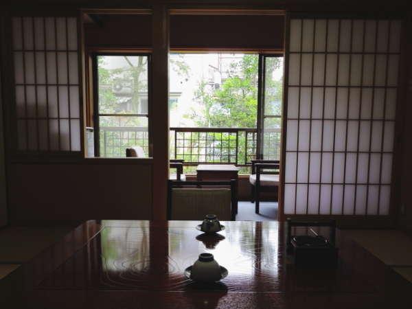 お庭側の和室は、全2室。通りに面してませんのでとっても静かです。こちらも2間・洗面・トイレ付きです。