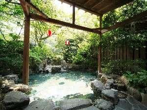 庭園風の山峡露天風呂