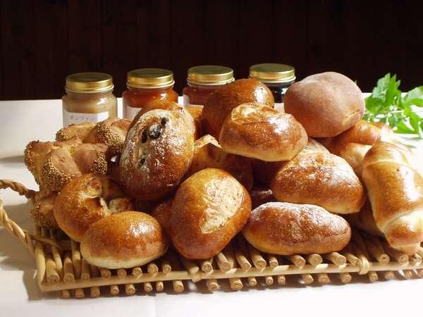 毎朝お出ししている焼きたて天然酵母パン