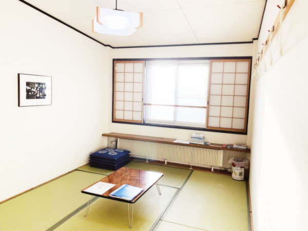 6畳の和室です。バス、トイレは共用です。
