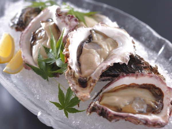 毎年大好評の銀波荘の「岩ガキ会席」!近海獲れプリプリと旨味たっぷりの岩ガキを是非ご賞味ください。