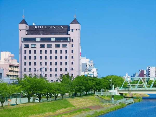ホテルシーズンの外観