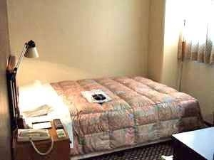 【ダブルルーム:例】全室に米国サータ社製高級マットレスを使用しています♪