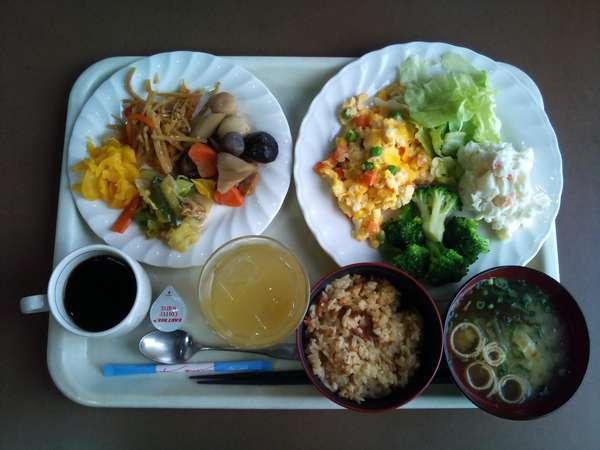 朝食無料サービス:2Fレストランにて6:30~9:00。手作りあったかメニューです♪