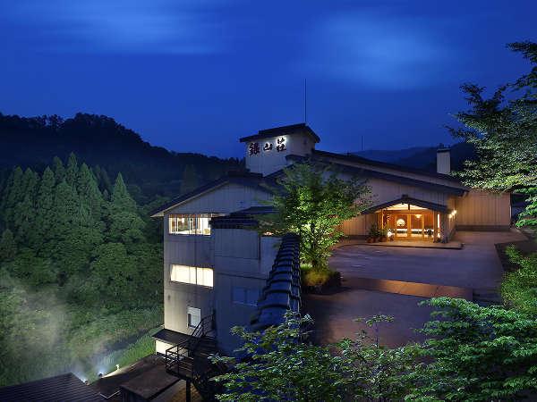 【外観昼景】銀山荘は銀山温泉の中において建物としてもサービスとしても近代的な仕様になっております。