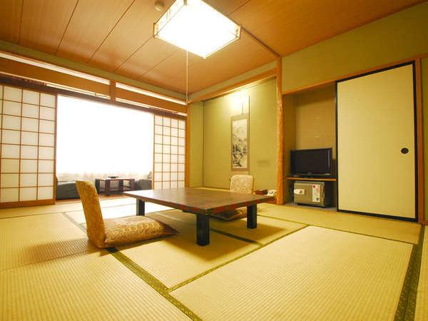 *【和室10畳】お部屋からは笛吹川の四季折々の景色がお楽しみいただけます。