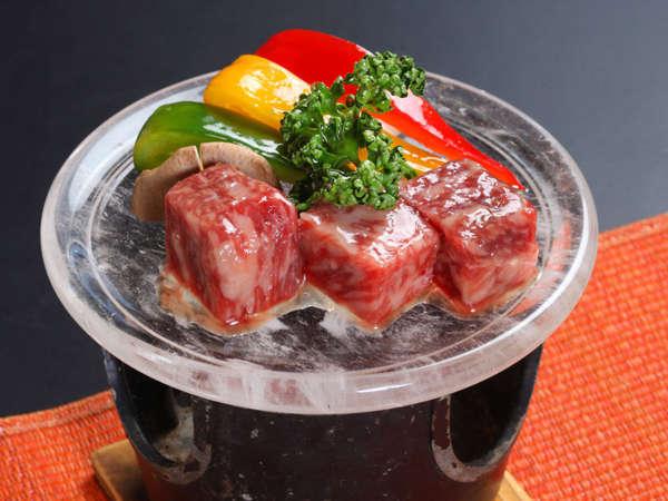 *キラキラの水晶の上でジュワ~と柔らかなお肉をどうぞ!
