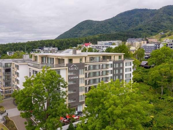 *外観/羊蹄山とアンヌプリの間の中心地に位置する、洗練されたラグジュアリーホテルです。