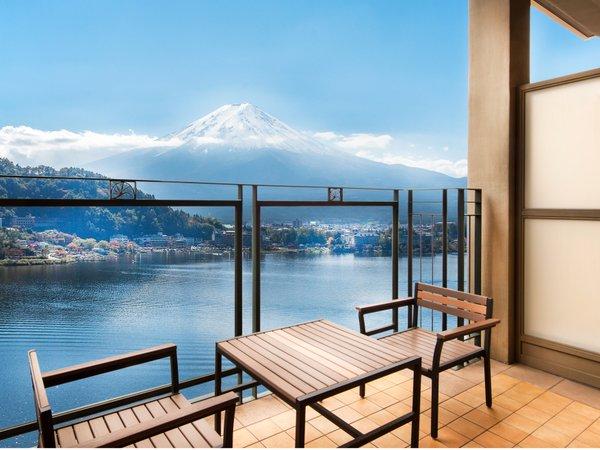 中央館~大地の塔~全室にテラスがありお部屋から河口湖と富士山を一望